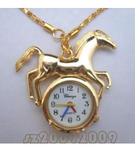 pendentif doré montre avec cheval